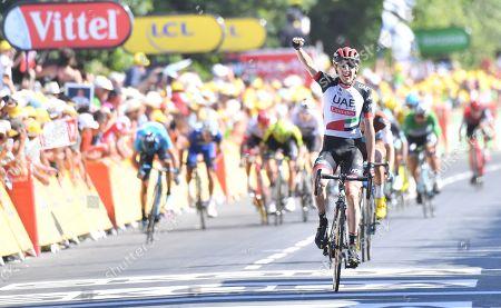 Dan Martin wins the stage  on the  Mur-de-Bretagne