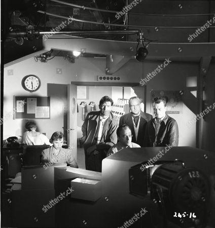 Muriel Pavlow (Caroline Cartier), Robert Beatty (Maj. Sam Seagram), Herbert Lom (Dr. Alex Leon), Walter Fitzgerald (Sir Charles Craddock), Patric Doonan (Brian Jackson)
