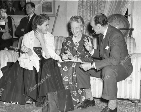 Phyllis Calvert (Lydia Heathley), Marjorie Fielding (Mother Heathley), Maurice Denham (Prof. Carrington (project director)