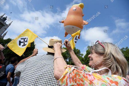 7ce9fcc55bb A six-metre balloon depicting as US President Donald Trump a nappy-clad  orange