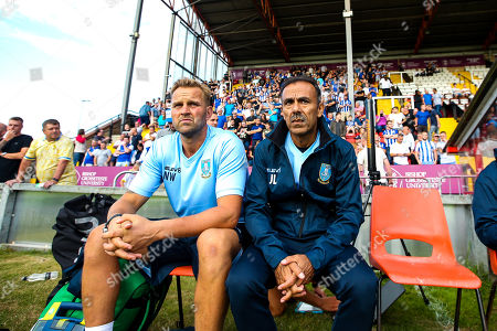 Sheffield Wednesday manager Jos Luhukay sits next to Nicky Weaver