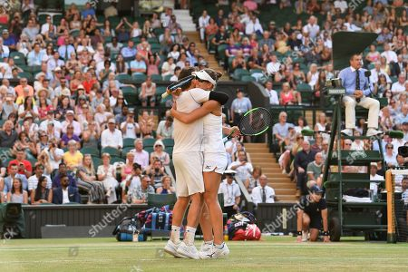 Alexander Peya and Nicole Melichar celebrate victory in the Mixed Doubles final