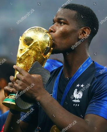 Paul Pogba of France kisses the FIFA World Cup trophy