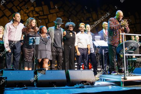 Radics Gigi (2nd L), unknown, Richard Bona, Dee Dee Bridgewater, Andreas Varady, Alfredo Rodríguez, John Clayton and Quincy Jones