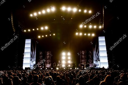 Smashing Pumpkins - Jeff Schroeder, Billy Corgan, Jimmy Chamberlin, James Iha, and Katie Cole