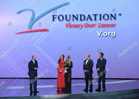 Jim Kelly, Camryn Kelly, Erin Kelly, John Elway, Dan Marino. Former NLF quarterback Jim Kelly, left, accepts the Jimmy V award for perseverance with Camryn Kelly, from second left, Erin Kelly, John Elway, and Dan Marino nearby, at the ESPY Awards at Microsoft Theater, in Los Angeles