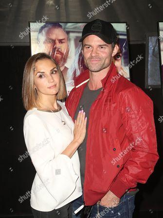 Rachael Leigh Cook, Daniel Gillies.