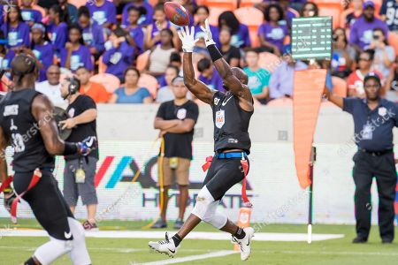Godspeed wide receiver Jason Avant (81) makes a catch during the American Flag Football League Ultimate Final between Godspeed and Fighting Cancer at BBVA Compass Stadium in Houston, TX. Fighting Cancer won the game 26 to 6
