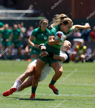 Aoife Doyle (L) of Ireland in action against Heather Fisher of England (R) during the Rugby World Cup Sevens Round of Sixteen match between Ireland and England in San Francisco, California USA, 20 July 2018.