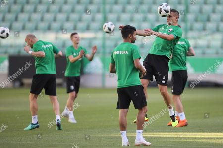 Legia Warsaw's player Artur Jedrzejczyk (R) during a team's training session in Warsaw, Poland, 08 August 2018. Legia will face Dudelange in the UEFA Europa League third qualifying round, first leg, soccer match in Warsaw on 09 August.