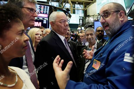 Pewter Giacchi, Colin Powell. Specialist Peter Giacchi, right, talks with Bloom Energy board member Colin Powell, center, and company officials on the floor of the New York Stock Exchange during their IPO