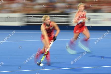 Sophie Bray of England - Motion blure effect in camera