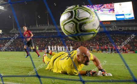 AC Milan goalkeeper Pepe Reina, right, is scored on by Manchester United midfielder Ander Herrera during a penalty shootout in the International Champions Cup tournament soccer match, in Carson, Calif. Manchester United won on a 9-8 penalty shootout following a 1-1 tie in regulation