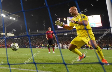AC Milan goalkeeper Pepe Reina, right, reacts after being scored on by Manchester United defender Matteo Darmian during a penalty shootout in an International Champions Cup tournament soccer match, in Carson, Calif. Manchester United won on a 9-8 penalty shootout following a 1-1 tie in regulation