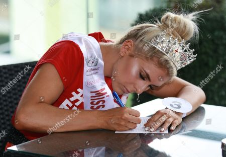 #3 Alexandra Darby Miss Black Country 2018 taking part in the Miss Beautiful Mind (general knowledge quiz contest)