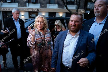 Roseanne Barr, Shmuley Boteach. Comedian Rosanne Barr, center left, arrives to take part in a special event and podcast taping with Rabbi Shmuley Boteach, center right, at Stand Up NY, in New York