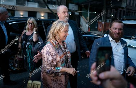 Shmuley Boteach, Roseanne Barr. Comedian and actress Roseanne Barr, center, arrives to take part in a special event and podcast taping with Rabbi Shmuley Boteach, right, at Stand Up NY, in New York