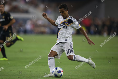 Los Angeles, CA..Los Angeles Galaxy forward Giovani dos Santos #10 during the Los Angeles Football Club vs LA Galaxy at BANC OF CALIFORNIA Stadium in Los Angeles, Ca on , 2018. Jevone Moore