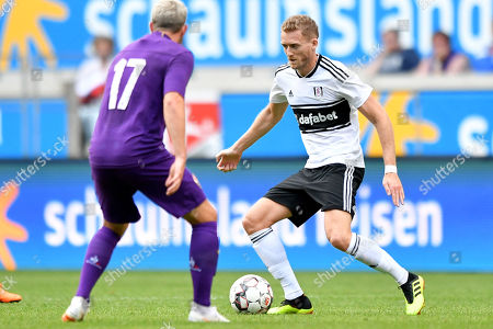 Fulham's Andre Schuerrle (R) in action during the 'Cup of Traditions' international friendly match between Fulham FC and ACF Fiorentina, in Duisburg, Germany, 28 July 2018.