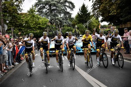 (L-R) Netherlands' Wout Poels, Britain's Christopher Froome, Britain's Luke Rowe, Poland's Michal Kwiatkowski, Britain's Geraint Thomas wearing the overall leader's yellow jersey, Spain's Jonathan Castroviejo and Colombia's Egan Bernal drink champagne during the 21st and last stage of the 105th edition of the Tour de France cycling race between Houilles and Paris Champs-Elysees in  Paris, France, 29 July 2018.
