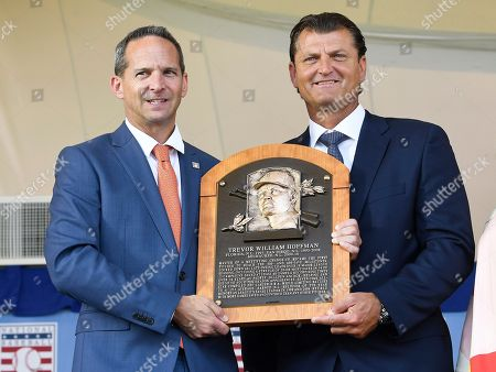 Hall of Fame President Jeff Idelson, left, poses with Trevor Hoffman during an induction ceremony at the Clark Sports Center, in Cooperstown, N.Y