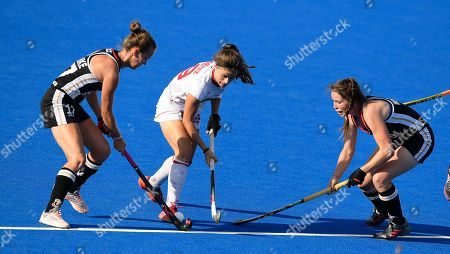 Lucia Jimenez of Spain makes a run during the Womens World Cup Quarter-Final match between Germany and Spain at Lee Valley Hockey and Tennis Centre on August 1, 2018 in London, England. (Photo by Paul Simpson)