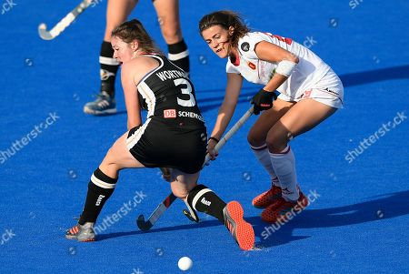 Lucia Jimenez of Spain makes a run past Amelie Wortmann of Germany during the Womens World Cup Quarter-Final match between Germany and Spain at Lee Valley Hockey and Tennis Centre on August 1, 2018 in London, England. (Photo by Paul Simpson)