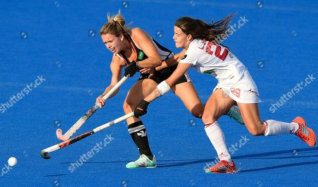 Lucia Jimenez of Spain reaching for the ball during the Womens World Cup Quarter-Final match between Germany and Spain at Lee Valley Hockey and Tennis Centre on August 1, 2018 in London, England. (Photo by Paul Simpson)