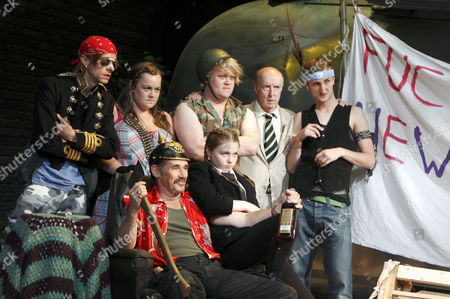 l-r: Mackenzie Crook (Ginger), Charlotte Mills (Tanya), Mark Rylance (Johnny 'Rooster' Byron), (rear) Danny Kirrane (Davey), Jessica Barden (Pea), Alan David (The Professor), Tom Brooke (Lee)