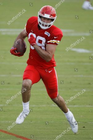 Kansas City Chiefs tight end Jace Amaro runs with the ball during NFL football training camp, in St. Joseph, Mo