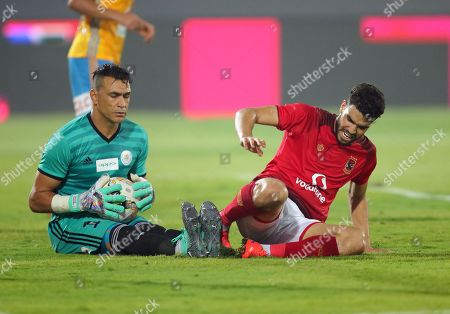 Al Ahly player Walid Azaro (R)  in actin against  Ismaily  goalkepeer Essam El Hadary during their Egyptian league football match between Al Ahly and Ismaily in Cairo, Egypt, 02 August 2018.