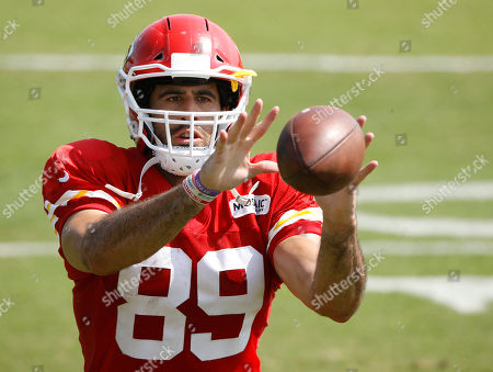 Kansas City Chiefs tight end Jace Amaro catches a ball during NFL football training camp, in St. Joseph, Mo