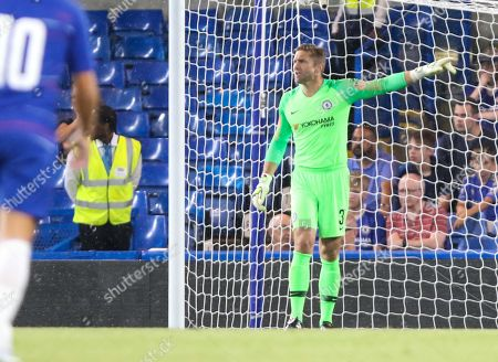 Robert Green of Chelsea directs the team
