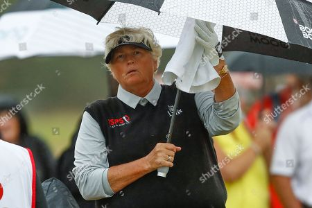 Laura Davies dries her hands during the Ricoh Women's British Open golf tournament at Royal Lytham and St Annes Golf Club, Lytham Saint Annes. Picture by Simon Davies