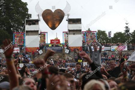 Gerry Cinnamon - festival-goers