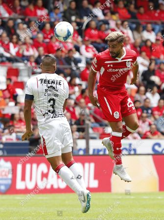 Pedro Alexis Canelo of Toluca vies for the ball against Carlos Salcido (R) of Chivas Guadalajara, during the game of the day 3 of Mexican soccer, in the Nemesio Diez Stadium of the city of Toluca, Mexico, 05 August 2018.