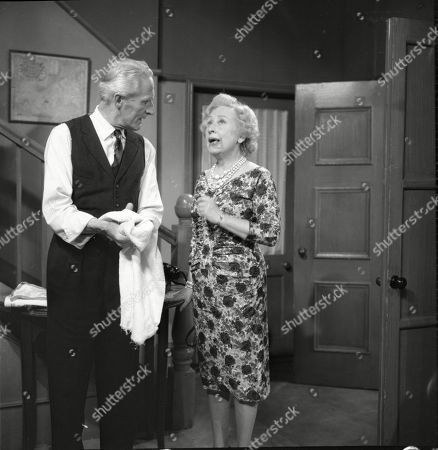Ian Colin (as Arthur Forsythe-Jones) and Doris Speed (as Annie Walker)