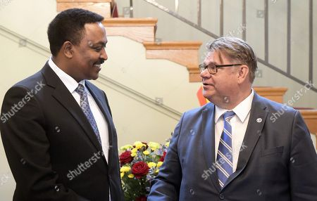 Minister of Foreign Affairs of Ethiopia Workneh Gebeyehu (left) meets his Finnish counterpart Timo Soini at the Finnish Government Banquet Hall