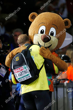 Robert HARTING (GER) with mascot Berlino during the European Championships 2018, at Olympic Stadium in Berlin, Germany, Day 2, on August 8, 2018