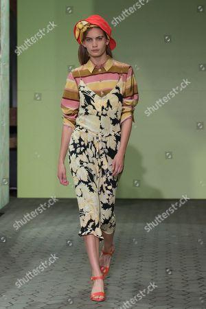 Model Nina Marker