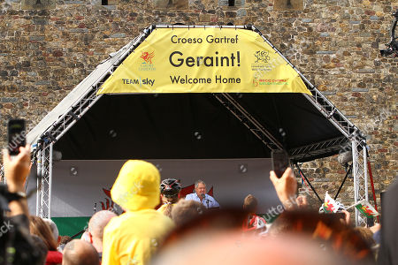 Stock Photo of Max Boyce reads his ode to Geraint Thomas during the homecoming welcome