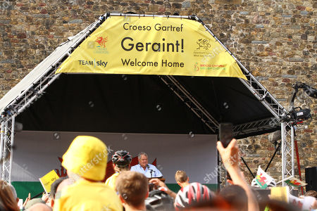Max Boyce reads his ode to Geraint Thomas during the homecoming welcome