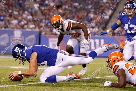 New York Giants' Zak DeOssie (51) recovers a fumble as Cleveland Browns' Orson Charles (82) closes in during the second half of a preseason NFL football game, in East Rutherford, N.J