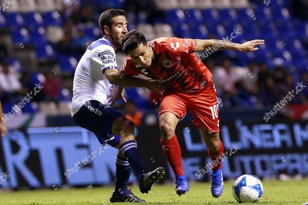 Puebla's Joe Abrigo (R) vies for the ball with Veracruz's Anderson Santamaria (L) during a game on day four of the Mexican soccer tournament held at the Cuauhtemoc stadium in the city of Puebla, Mexico, 10 August 2018.