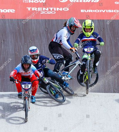 Manon Valentino (2-L) of France and Bethany Shriever (2-R) of Britain fall during the women's BMX semi final at the Glasgow 2018 European Championships in Glasgow, Britain, 11 August 2018.