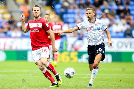 Marley Watkins of Bristol City takes on Gary O'Neil of Bolton Wanderers