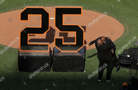 Former San Francisco Giants player Barry Bonds, (R), is lifted up by former Pittsburgh Pirates teammate Bobby Bonilla (L) at a ceremony to retire Bonds' jersey number before a baseball game between the Giants and the Pirates in San Francisco, California, USA, 11 August 2018.