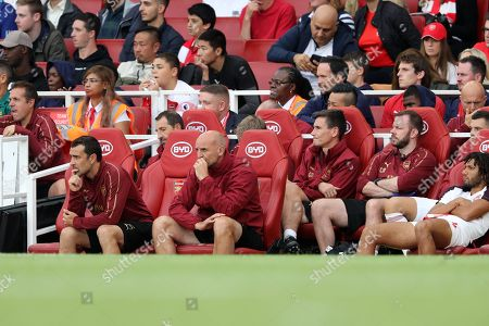 Steve Bould and the Arsenal bench look dejected