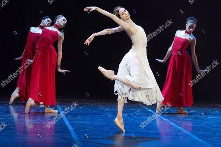 Ukrania's ballet dancer Svetlana Zakharova (2-R), accompanied by 'Bolshoi' ballet stars, during her performance at the Peralada's Festival in Girona, north eastern Spain, 13 August 2018.