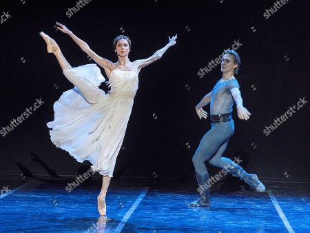 Ukrania's ballet dancer Svetlana Zakharova (L), accompanied by 'Bolshoi' ballet stars, during her performance at the Peralada's Festival in Girona, northeastern Spain, 13 August 2018.